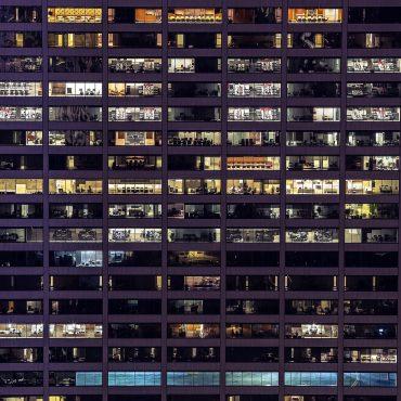 Unternehmen mit immmer weniger Mitarbeiter und Führungskräften