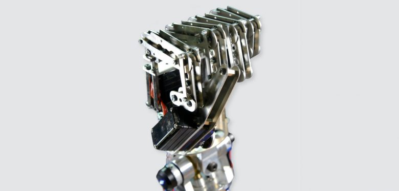 Arbeit in der Zukunft: Roboterhand formt Faust