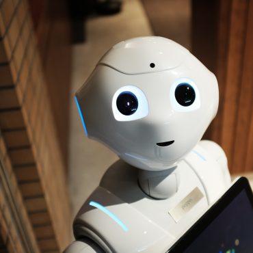 Menschen unter Maschinen - Roboter mit künstlicher Intelligenz
